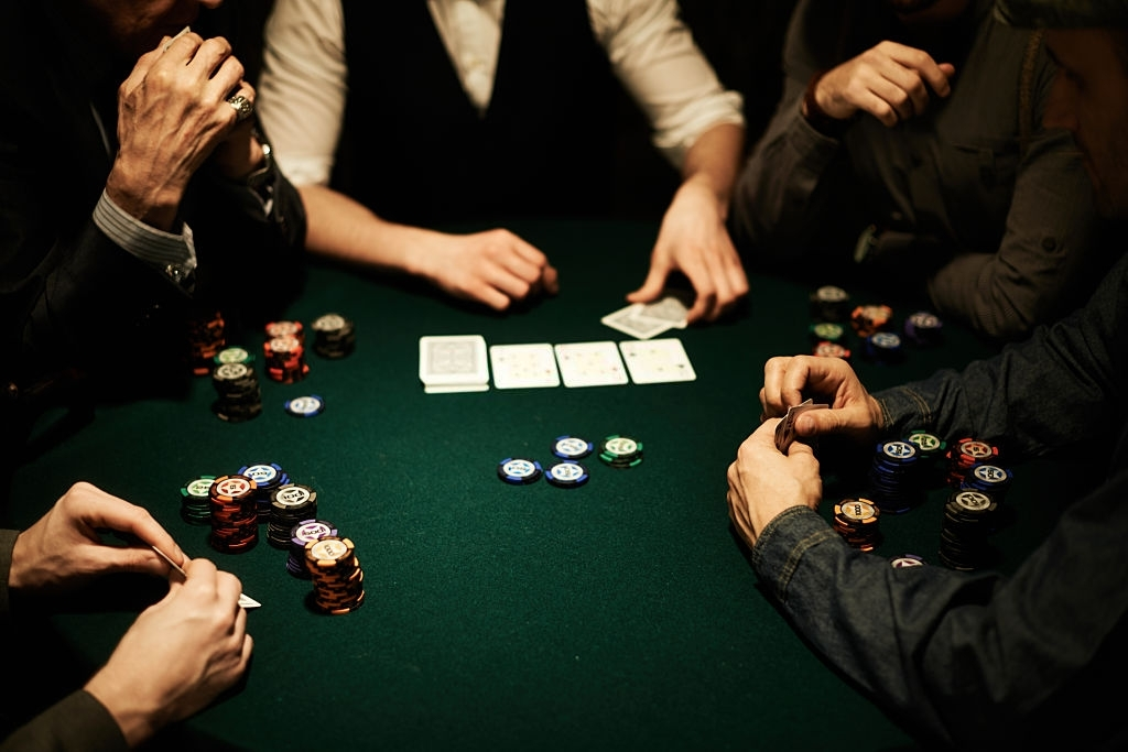 Cash Games vs Tournaments: What's Your Poker Strategy?