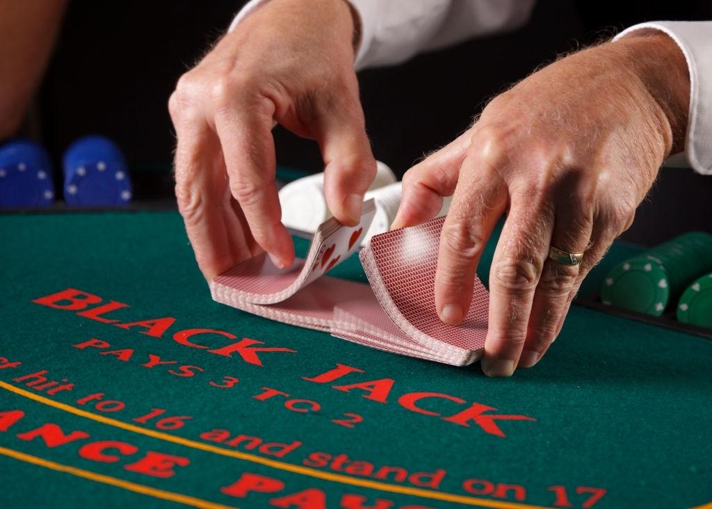 Cara Berurusan Texas Hold'em Poker - 4 Aturan Transaksi Poker